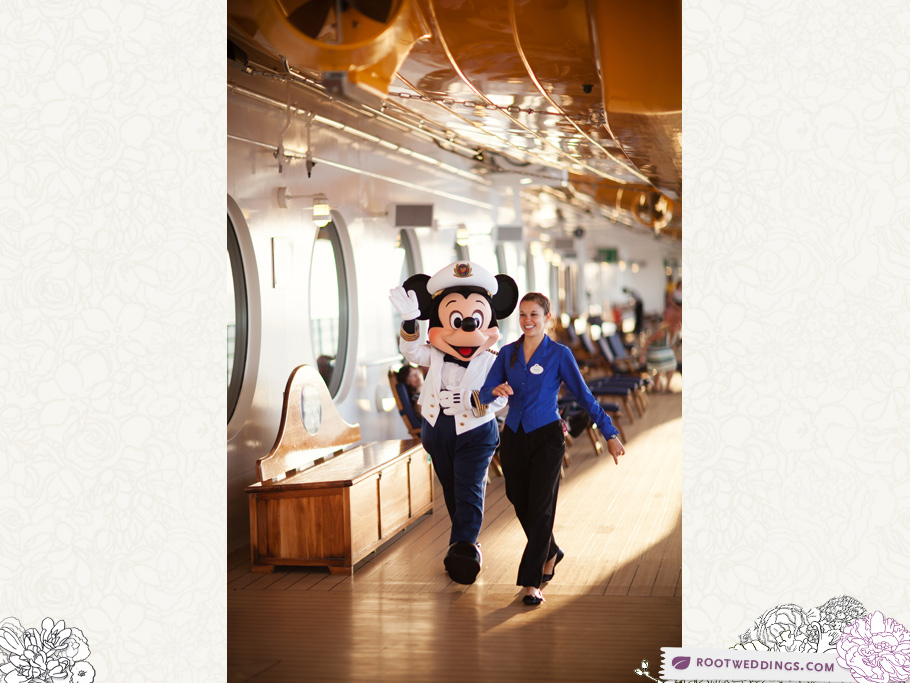 Disney Cruise Line - Disney Dream - Mickey Waving